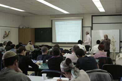 """הרצאה של ד""""ר נייאל מנהל בית ספר לאוסטאופתיה IDHEO ננט"""